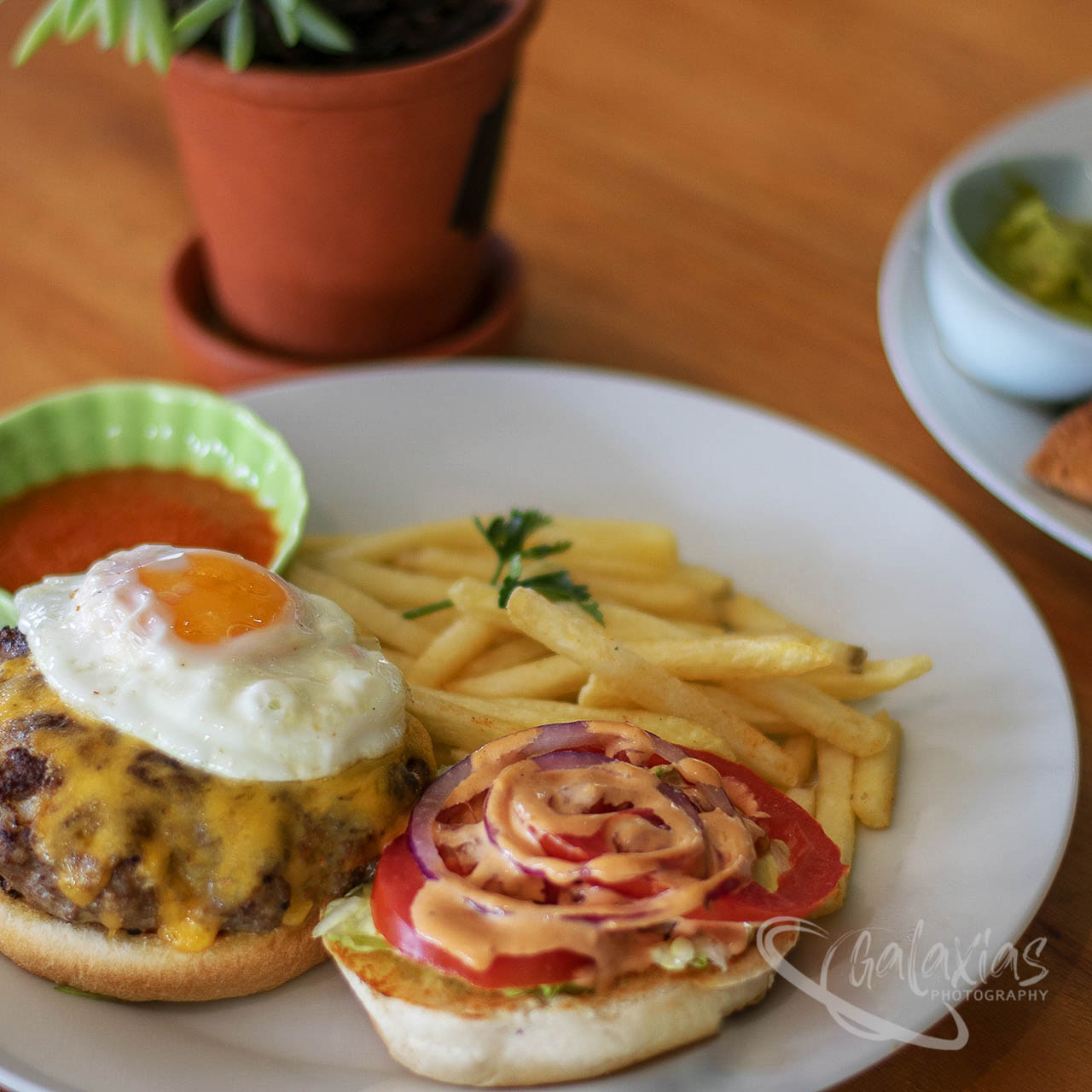 Egg burger by Galaxias Photography