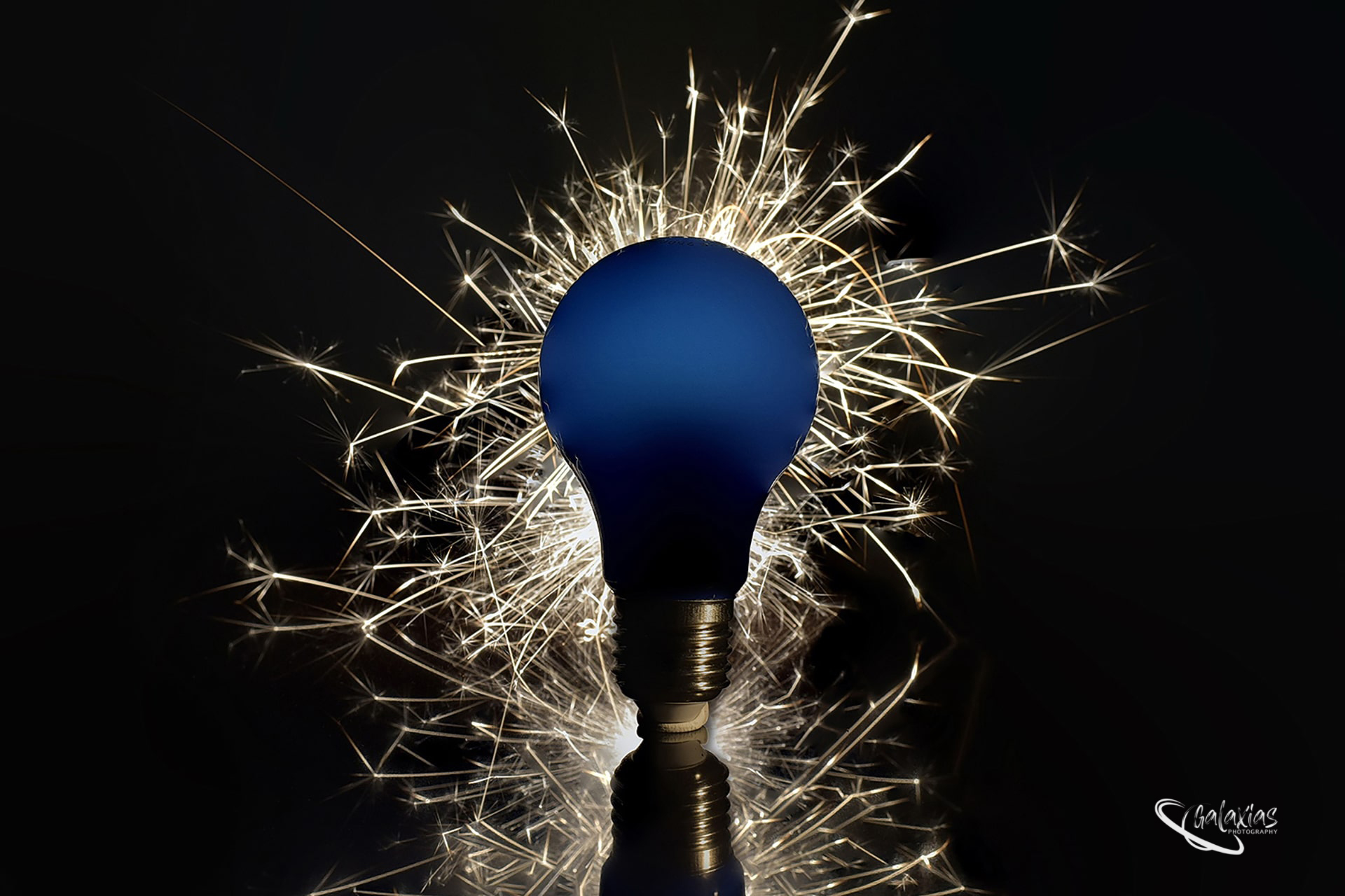 Light bulb sparks special effect, photographed by Galaxias Photography, Pretoria East, South Africa